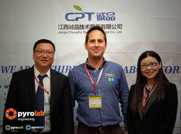 Feria-nuremberg- con Zola zou y Hazel Li del laboratorio CTP de China
